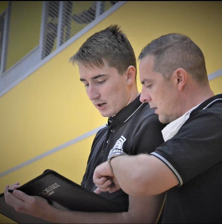 Obrázek: Tomáš Hruška (vlevo) s Vladimírem Sofkou (vpravo) při zápase dorostenců.
